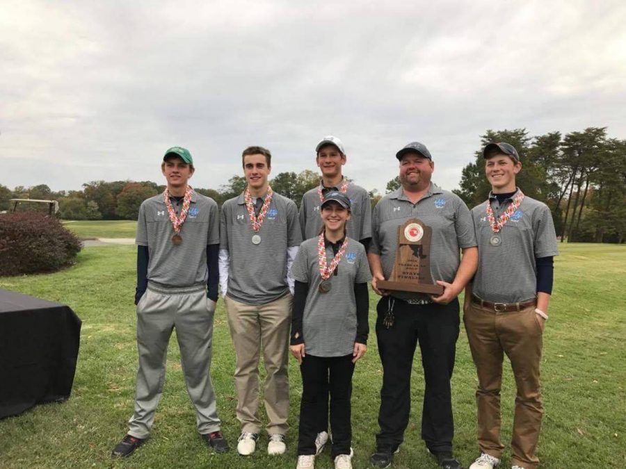 The+golf+team+poses+for+a+photo+with+their+second+place+medals.+Pictured+are+%28left+to+right%29+Dugan+McCabe%2C+Joey+Squeri%2C+Chandler+Kuhn%2C+Amanda+Levy%2C+Coach+Karl+O%E2%80%99Donoghue%2C+and+Elliot+Snow.+Photo+by+Joey+Squeri