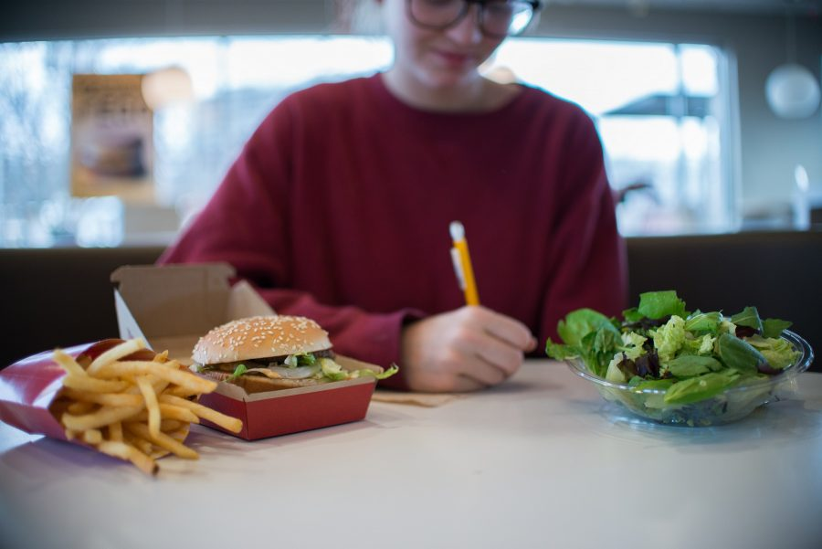 Food tracking assignments cause students more harm than good