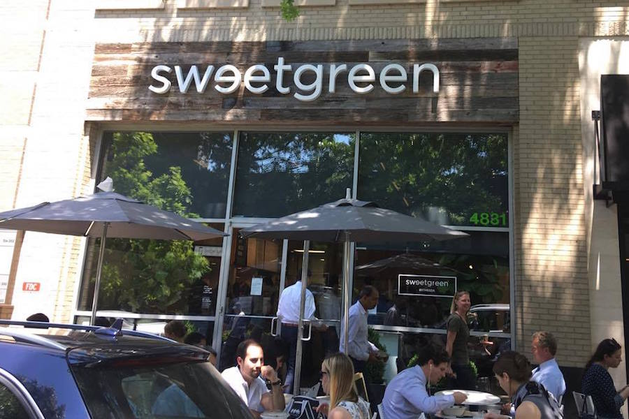 The+salad+bar+chain+Sweetgreen+has+stopped+accepting+cash+payments+in+an+effort+to+improve+efficiency.+Photo+by+Sabrina+Martin.+