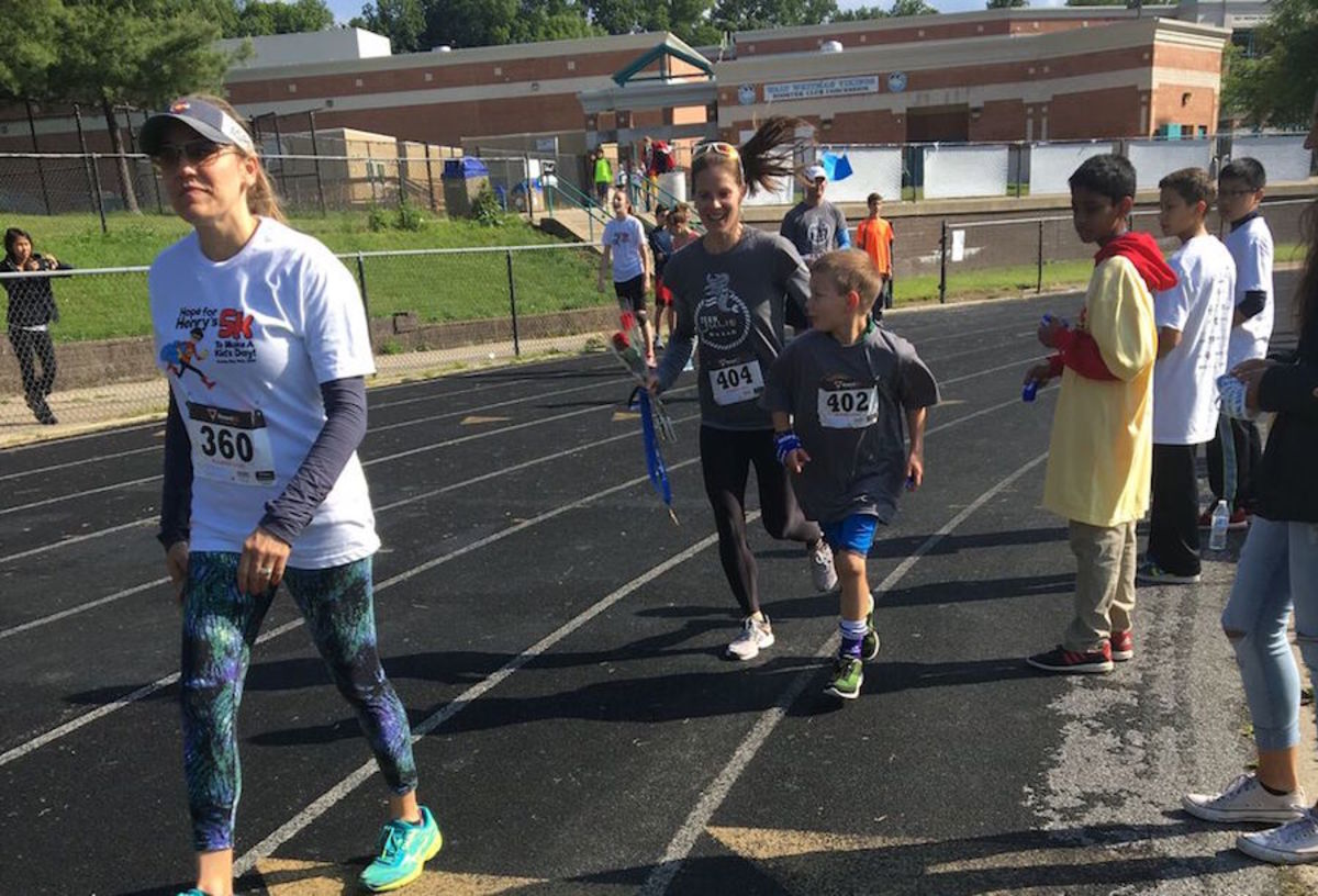 With+his+mom+running+by+his+side+the+last+few+feet+of+the+race%2C+elementary+schooler+Luka+Kreicheling+finished+first+in+Hope+for+Henry%27s+annual+1+Mile+Fun+Run.+Photo+by+Jessie+Solomon.+
