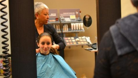 The Sports Booster Club held a fundraiser at HairKu Salon this Sunday. Anyone who made a donation to the booster club received a free haircut, blowout, facial consultation or seated massage. Photo by Abigail Cutler.