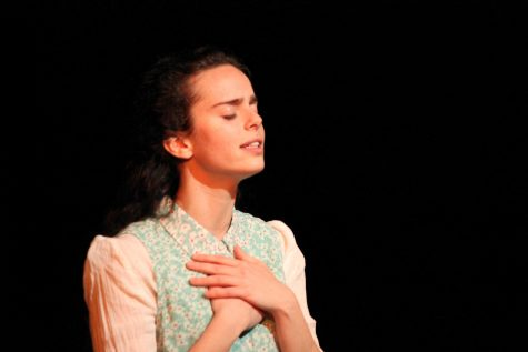 "JDS hosts one-woman play ""To Life, L'Chaim"""