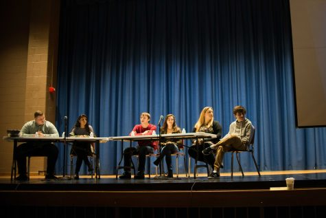 Seniors attend alumni college life assembly
