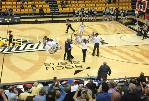 Girls basketball advances to state finals after thrilling 49-43 win