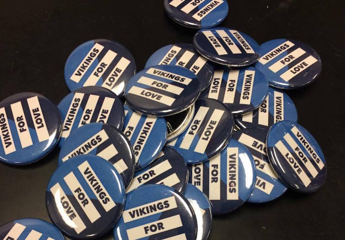 Students+take+pins+from+piles+in+homeroom.+The+Vikes+for+Action+club+distributed+pins+to+students+and+teachers+during+the+first+week+of+school.+Photo+by+Jeremy+Wenick.+