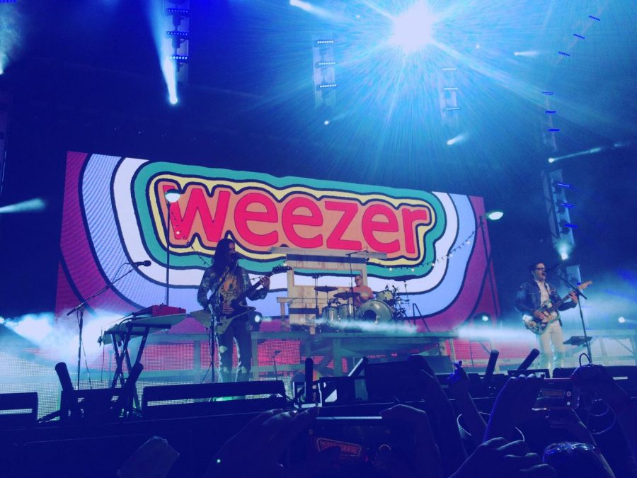 Weezer+performs+at+Jiffy+Lube+Live+June+2016.+Outdoor+concert+venues+have+become+increasingly+popular+events+for+students+to+attend.+Photo+courtesy+Celia+Shapiro.+