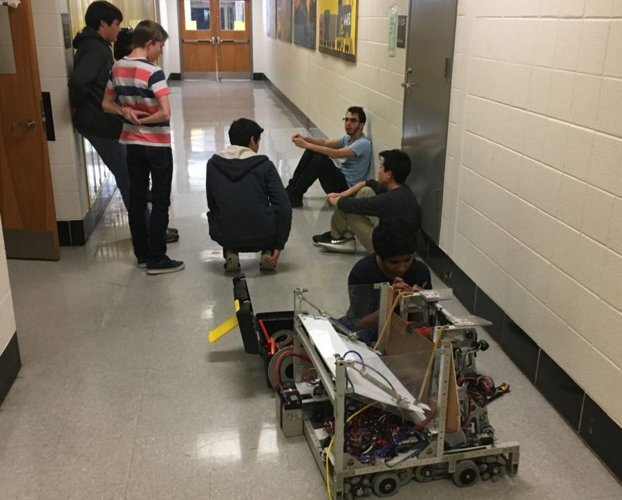 Members+of+the+Body+Electric+meet+and+plan+their+robot+for+the+FIRST+competition+in+March.+With+a+large+group+of+freshmen+this+year%2C+the+team+now+has+many+new+members+to+help+across+their+mechanical%2C+electrical+and+programming+sub-teams.+Photo+by+Naren+Roy.+