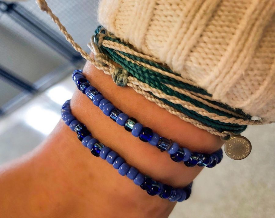 Senior+Natan+Rosen%27s+dad+decided+to+make+bracelets+as+a+mindfulness+practice.+Since+he+started+making+them%2C+he+estimates+he+has+made+and+given+out%E2%80%94for+free%E2%80%9410%2C000+beaded+bracelets+over+the+last+four+years.