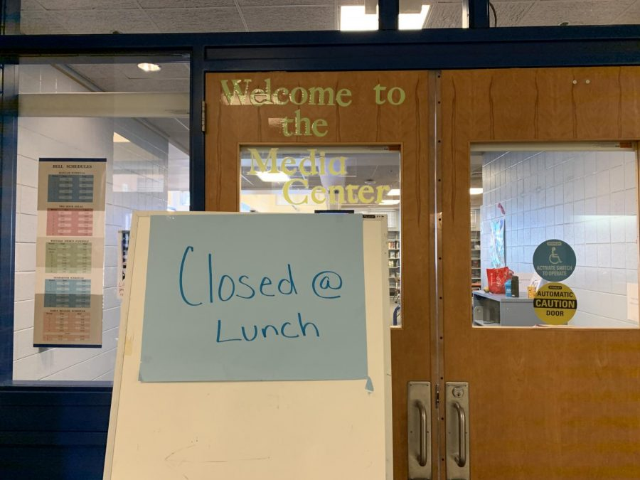A sign telling students that the media center is closed for lunch.