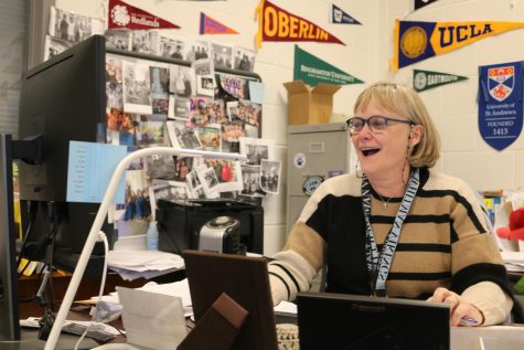 'Super'-coordinator Anne Hutchens leads senior class in college admissions process