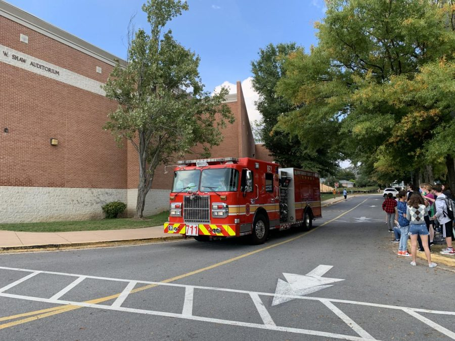 A+fire+truck+arrives+at+Whitman+as+students+and+staff+gather+outside.+Due+to+a+gasoline-like+smell+in+the+band+room%2C+administrators+initiated+an+evacuation+of+the+school+around+4+p.m.